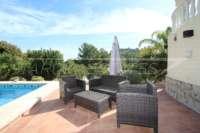 Luxuriöse 2 SZ Villa mit herrlichem Panoramablick in Orba - Poolterrasse