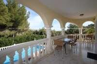 Luxuriöse 2 SZ Villa mit herrlichem Panoramablick in Orba - Überdachte Terrasse