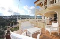 Top gepflegte 3 SZ Villa in bester Bauqualität mit herrlichem Blick in Orba - Sitzecke