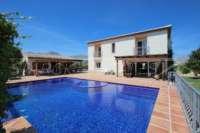 Finca de lujo soleada y privada con fantásticas vistas en Benidoleig - Finca en Benidoleig
