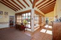 Spanische Finca mit Gästehaus in Benidoleig - Eingangshalle