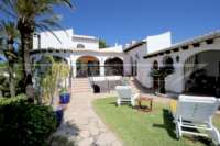 Villa mediterránea en una parcela privada con fantásticas vistas en Monte Pego - Chalet en Monte Pego