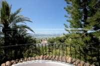 Villa mediterránea en una parcela privada con fantásticas vistas en Monte Pego - Balcón