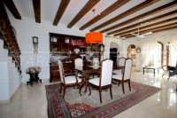 Villa mediterránea en una parcela privada con fantásticas vistas en Monte Pego - Comedor