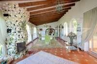 Villa mediterránea en una parcela privada con fantásticas vistas en Monte Pego - terraza acristalada