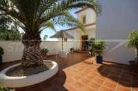 Moderne Villa auf privatem Grundstück mit Panoramablick am Monte Pego - Palme