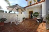 Moderne Villa auf privatem Grundstück mit Panoramablick am Monte Pego - Patio