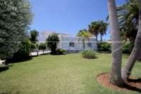 Private Luxusvilla in bester Lage von Denia mit atemberaubendem Panoramablick - Saftiger Rasen