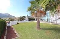 Moderne Luxusvilla mit Meerblick in Denia - Rasen