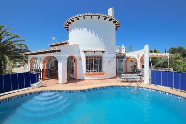 Jolie villa de 3 chambres sur un terrain plat avec une belle exposition au sud sur Monte Pego, 03780 Pego (Espagne), Villa