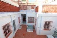 Amplia casa de pueblo en Ondara con patio, solárium y mucho potencial - Terraza interior
