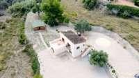 Finca moderna de fácil mantenimiento en ubicación panorámica privilegiada en Benimeli - Lugar tranquilo