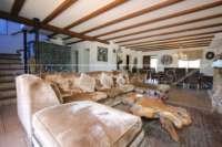 Luxuriöses Finca Anwesen auf sonnigem Privatgrundstück mit traumhaftem Blick in Benidoleig - Wohnzimmer