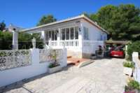 Hübsche und top gepflegte Doppelhaushälfte mit Gemeinschaftspool in Rafol de Almunia - Einfahrt