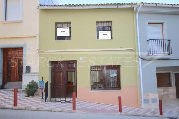 Modernisierungsbedürftiges Dorfhaus mit Patio und viel Potential im Herzen von Benidoleig, 03759 Benidoleig (Spanien), Stadthaus