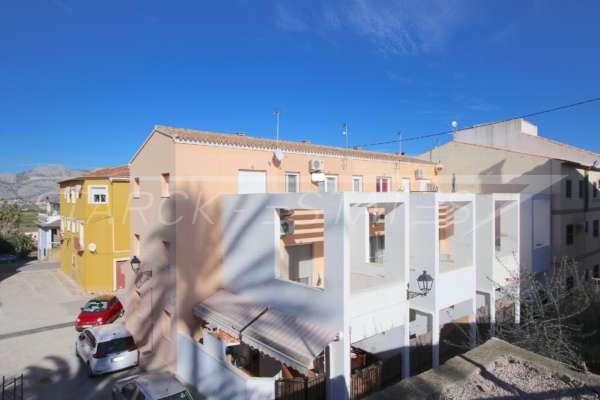 Neuwertiges Reihenhaus mitten im Ortskern von Benidoleig mit vielen Terrassen und Extras, 03759 Benidoleig (Spanien), Reihenhaus