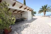 Elegante Villa in bester Wohnlage von Denia mit atemberaubendem Meerblick - Überdachte Terrasse