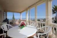 Elegante Villa in bester Wohnlage von Denia mit atemberaubendem Meerblick - Verglaste Terrasse