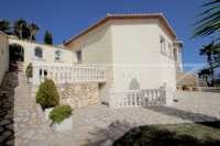 Elegante Villa in bester Wohnlage von Denia mit atemberaubendem Meerblick - Sonnenterrasse