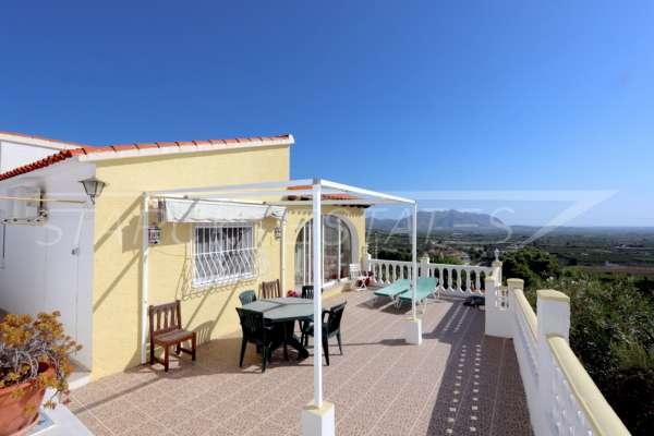 Chalet de bajo mantenimiento con apartamento de invitados y vistas al mar en Orba, 03791 Orba (España), Villa