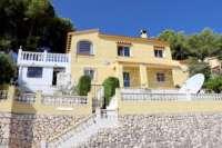 Chalet de bajo mantenimiento con apartamento de invitados y vistas al mar en Orba - Villa en Orba