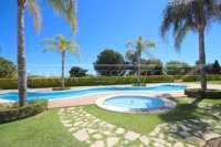 Como nuevo apartamento de lujo con plaza de garaje junto al Campo de Golf de Oliva Nova - Piscina comunitaria