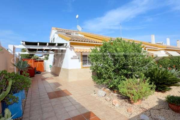 Maison mitoyenne d'angle avec jardin privé à seulement 400 m de la mer à El Ver, 03770 El Vergel (Espagne), Maison mitoyenne située en dernière position