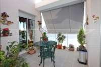 Impecable ático dúplex a pocos minutos a pie de El Arenal en Javea - terraza cubierta