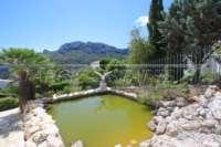 Klassische elegante Villa mit traumhaftem Panoramablick am Monte Pego - Fischteich
