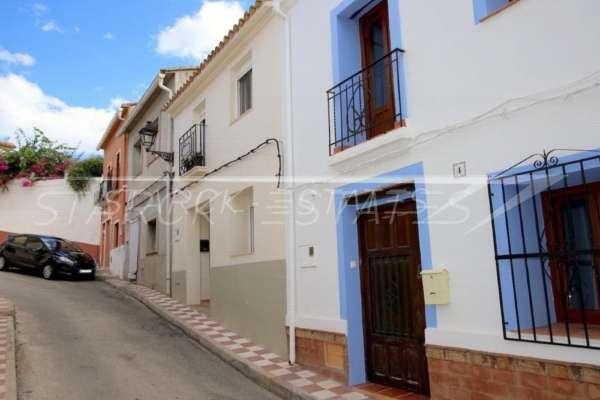 Liebevoll modernisiertes Dorfhaus im idyllischen Ort Benidoleig, 03759 Benidoleig (Spanien), Stadthaus