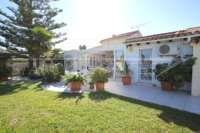 Chalet muy bien mantenido de 3 dormitorios en una parcela espaciosa en zona tranquila de Els Poblets - Villa en Els Poblets