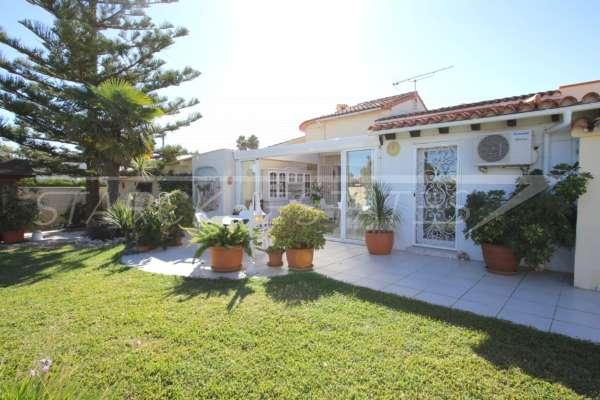 Chalet muy bien mantenido de 3 dormitorios en una parcela espaciosa en zona tranquila de Els Poblets, 03779 Els Poblets (España), Villa