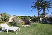 Chalet muy bien mantenido de 3 dormitorios en una parcela espaciosa en zona tranquila de Els Poblets - Jardín mediterráneo