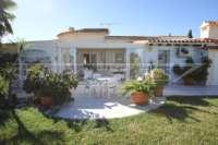 Chalet muy bien mantenido de 3 dormitorios en una parcela espaciosa en zona tranquila de Els Poblets - Chalet en Els Poblets
