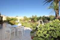 Chalet muy bien mantenido de 3 dormitorios en una parcela espaciosa en zona tranquila de Els Poblets - Jardín privado