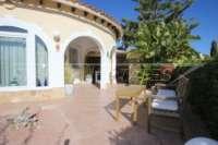 Chalet muy bien mantenido de 3 dormitorios en una parcela espaciosa en zona tranquila de Els Poblets - Terraza soleada