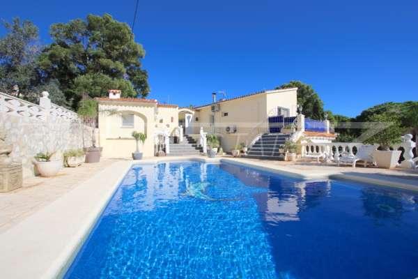 Großzügige Villa mit Wohlfühlcharakter und herrlichem Blick auf den Montgo in Denia, 03700 Dénia (Spanien), Villa