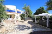 Großzügige Villa mit Wohlfühlcharakter und herrlichem Blick auf den Montgo in Denia - Jakuzzi