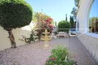 Großzügige Villa mit Wohlfühlcharakter und herrlichem Blick auf den Montgo in Denia - Sitzecke mit Brunnen