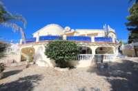 Großzügige Villa mit Wohlfühlcharakter und herrlichem Blick auf den Montgo in Denia - Ausenansicht