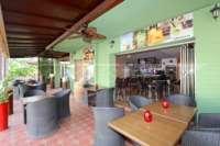 Oportunidad de negocio ideal - restaurante con apartamento privado en zona céntrica de Denia - Terraza cubierta