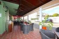 Oportunidad de negocio ideal - restaurante con apartamento privado en zona céntrica de Denia - Con salida a la calle