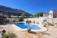 Espacioso chalet con un alto factor de bienestar y vistas impresionantes al Montgó en Denia - Terraza de la piscina