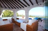 Villa de lujo mediterránea con vistas al mar en Monte Pego - Terraza acristalada