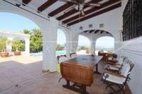 Villa de lujo mediterránea con vistas al mar en Monte Pego - Terraza cubierta