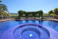 Finca de lujo soleada y privada con fantásticas vistas en Benidoleig - Piscina con jacuzzi