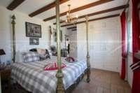 Finca de lujo soleada y privada con fantásticas vistas en Benidoleig - Dormitorio