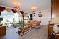 Neuwertiges Duplex Penthouse Apartment nur wenige Minuten zu Fuß von El Arenal in Javea - Wohnzimmer