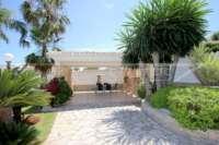 Chalet de lujo privado en zona privilegiada de Denia con impresionantes vistas panorámicas - terraza cubierta