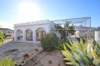 Finca a poca distancia del centro de Ondara y con preciosas vistas a las montañas - Jardín de bajo mantenimiento